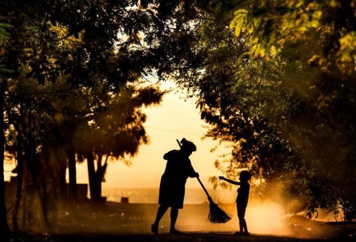 Photo Credit: FinDev Gateway. Woman sweeping, Nicaragua. Photo by Antonio Aragon Renuncio, 2016 CGAP Photo Contest.